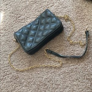 Cross Body Back with gold chain!